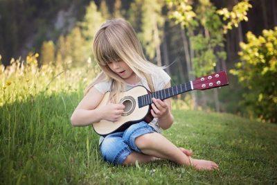 Het meisje met de gitaar